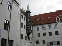 Интересные архитектурные детали, как, например, этот эркер, украшают многие здания в исторической части Мюнхена