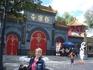 Храмовые комплексы  в Китае окружены красивыми стенами.