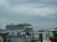 Вот такие лайнеры посещают Венецию