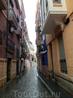 Туристов в дождливый день на улицах было мало, но прогулка по свежему воздуху все равно радовала. Тем более, что после московской зимы, даже такая погода ...