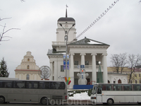ратуша, воссоздана недавно (разрушена в 18 веке)