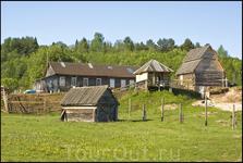 В деревне есть две частные турбазы
