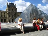 Louvre - дворец искусств, один из богатейших музеев мира