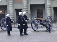Смена караула у королевского дворца.
