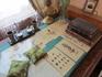 Письменный стол. Книги из библиотеки, которая расположена под комнатой Софьи Александровны на первом этаже.