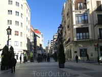Plaza de Zorrilla и Plaza Mayor соединятются главной торговой улицей города - Calle Santiago.