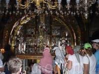 Голгофа – это небольшая скала или холм, где был распят Иисус Христос. Количество людей не убывает.