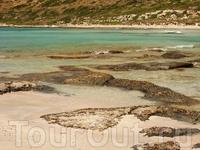 А вот еще одна особенность этого места - розовые пески.