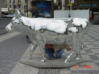 На улицах города было много коров и все были по-разному декорированы