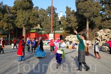 танцы в парке Бэйхай