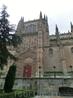 Огромный готический собор с очень красивым фасадом решили сначала осмотреть снаружи. Фасад щедро украшен библейскими сценами, узорами, изображениями животных ...