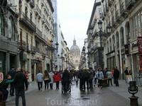 К центру города, к площади Пилар, нас ведет шумная, многолюдная улица calle de Alfonso I.