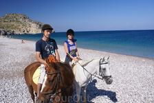 Романтическая прогулка по пляжу Трагана. Ребекка не очень весела, может дурные предчувствия)