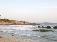 Пляж Ипанема, на пригорке собрались любители заката