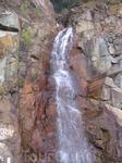 Один из множества водопадов по дороге в Далат