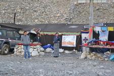 Базовый лагерь Джомолунгмы Для посещения лагеря требуется разрешение от правительства Китая. как и посещение Тибета вообще.