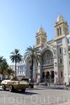 Военная техника в столице Туниса, напоминает о революции... но обстановка в городе (да и в стране) достаточно спокойная