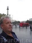 на площади Каталонии 1