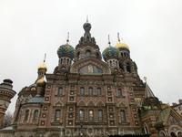 Храм Спас-на-Крови был возведен по указанию Александра III и решению Синода на том месте, где 1 марта 1881 года народоволец  И. Гриневицкий смертельно ранил Александра II, которого в народе называли Ц