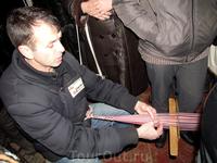 мастер показывает как делать узорный пояс