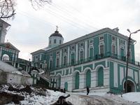 Вид на Богоявленский собор от подножия соборного холма.