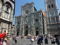 А это сам собор Санта Мария дель Фьоре.. Ну такое великолепие из мрамора! Такой купол! - визитная карточка Флоренции - его видно из любой точки города (высота 114м !!!)
