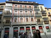 Вышли на Plaza de Zocodover. Странно, что все площади в Испании Plaza Mayor, а толедцы оказались оригинальнее остальных. При маврах здесь находился главный ...