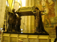 Севилья. Кафедральный собор. Могила Колумба