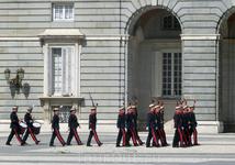 Гвардия тоже начинает готовиться к ритуалу и стягивает войска :)
