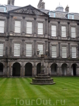 дворец королевы Елизаветы в котором она останавливается во время визита в Шотландию