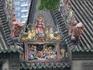 Родовой храм клана Чэнь  Главный вход оформлен семнадцатью резными колоннами, коньки кровель – резными кирпичами и глинными скульптурами, каменные балки ...
