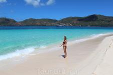 Великолепный пляж на о.Курьез - белоснежный песок, чистейшая вода, умеренные волны. Мы пришли туда часов в 10 утра, народу ни души, полный кайф