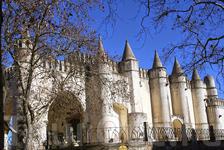 Дворец короля Мануэля украшает привокзальный район