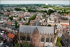 И залез я на колокольню, ибо меня хлебом не корми, а снять город сверху ...(465 ступеней).Домский собор сверху оказался грандиозного размера.