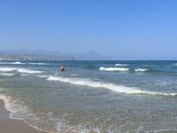 Этот пляж тоже отмечен «голубым флагом», который гарантирует своим гостям комфорт, высокое качество обслуживания, безопасность и чистоту на всей территории ...