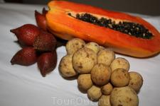 фрукты...лонгкон папайа и еще каие то мохнатые штучки