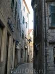 Улочка в Которе(не самая узкая). Одна из улиц шириной всего 80 см.