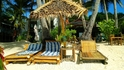 А это пляж с бесплатными зонтиками и лежаками, до которого буквально полшага :)