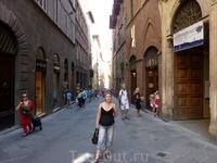 Сиена - удивительный городок! Там все улицы не прямые, в город поднимаешься по эсклатору. И там продают замечательные тосканские специи и травы.