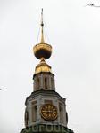 С Волги или с дальних окраин можно увидеть стройную вертикаль, соседствующую с Преображенским и Царевским храмами, увенчавшую кремлевский ансамбль. Это ...