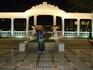 Вечерний Геленджик. Еще одна арка рядом с фонтанами. Фонтаны очень красивые с озвучкой и подстветкой. Такие есть в каждом крупном городе.