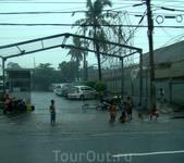 в Маниле дождь