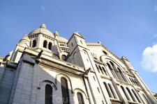 Базилика Сакре-Кер на Монмартре (Sacre-Coeur de Monmartre Basilique)Лишь по прошествии времени базилика Сокровенного Сердца заняла свое место в сердцах ...