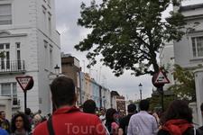 """Портобелло Роуд. Знаменитый рынок в Ноттинг Хилл. В выходные дни рынок работает """"по полной программе"""". Народу - как на демонстрации."""