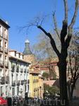 Ну а Plaza de la Paja стала местом, где любили селиться знатные люди. По периметру площади строили свои дворцы самые знатные семейства.