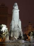 На площади Испании монумент Сервантесу