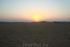 Великолепный пустынный закат