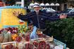 Торговец фруктовой лавки