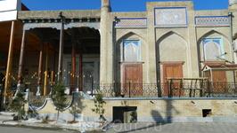 К старой мечети добавили новую. Между ними несколько веков.