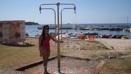 настоящее спасение при такой жаре и таком тёплом море- это пресная, ледяная вода ( просто райское наслажденье)